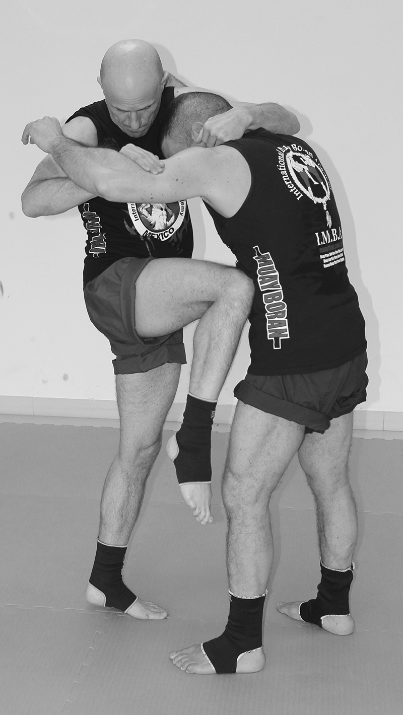 ginocchio bn Muay Boran grappling training