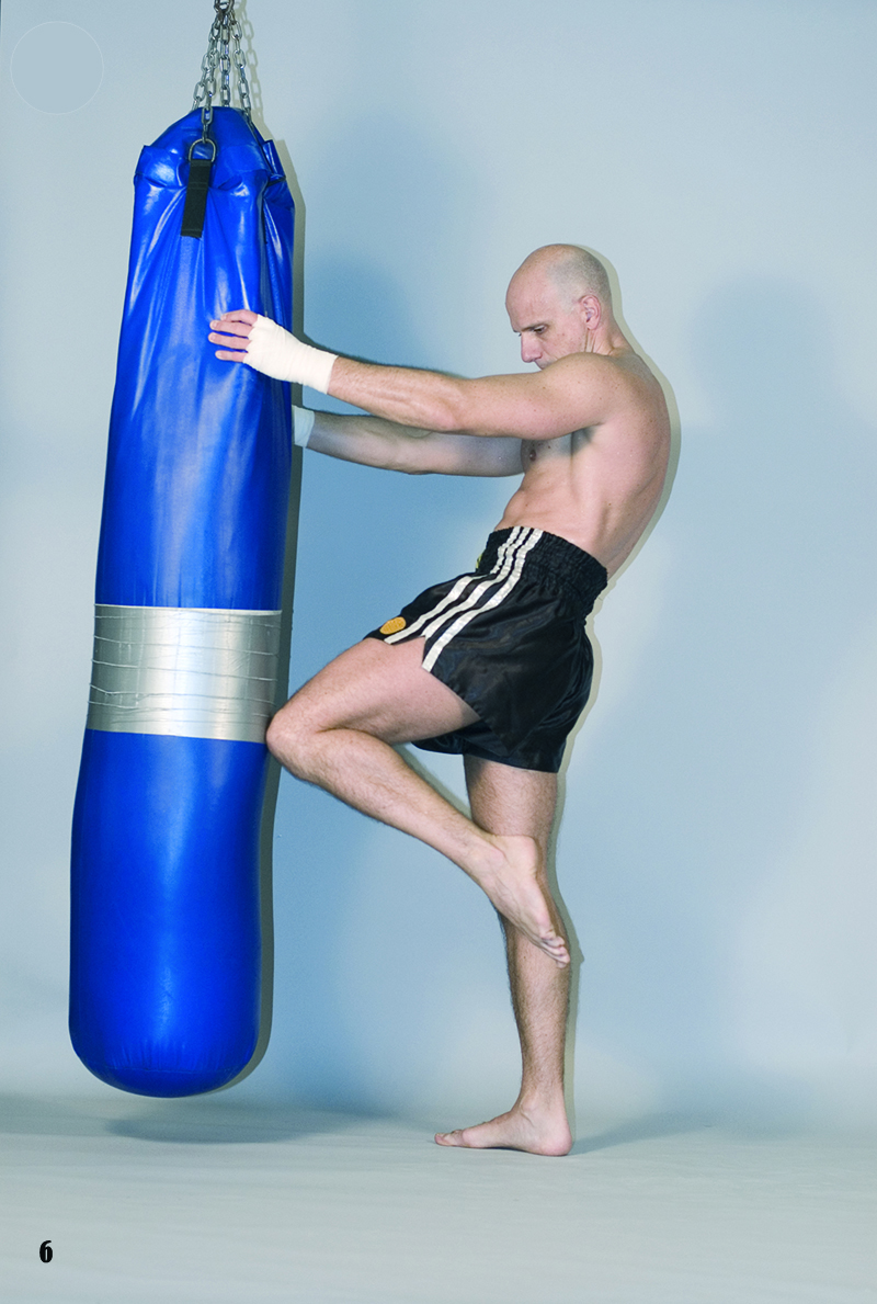 6. Training 2. Heavy Bag Groin knee strike Las crónicas del Lert Rit (capítulo 3)
