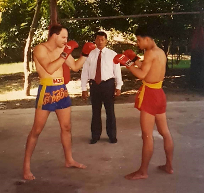New Sanchien 1 Learning original Muay Thai: the power of team work. Chapter 4.