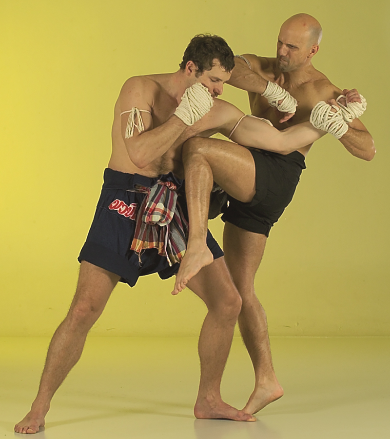 Take Ti Chud Learning original Muay Thai: the power of team work. Chapter 4.